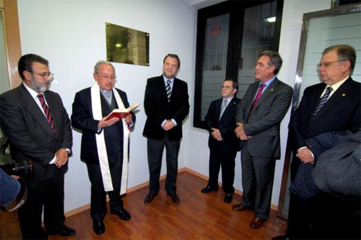 Entre los actos realizados, se bendijo las instalaciones. Entre los presentes estuvo Exc. Alcalde Alfredo Schez. Monteseirín.