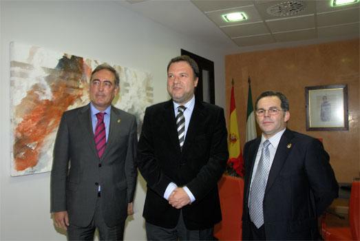 Nuestro presidente Manuel Bermudo, muestra la Sede al Exc. Alcalde Alfredo Sánchez Monteseirín, junto a nuestro Presidente del Consejo Nacional