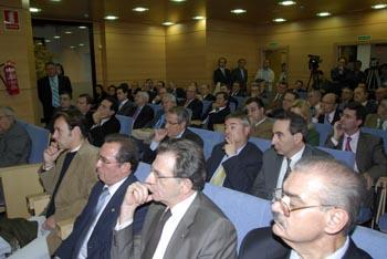 Salón de actos, donde se puede apreciar la asistencia masiva a la inauguración